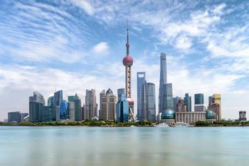 Das Zentrum Pudong von Shanghai, China, mit den modernen Gebäuden und Wolkenkratzern