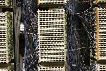 Telecommunication cable distribution panel