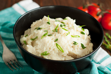 Mashed cauliflower with garlic and herbs