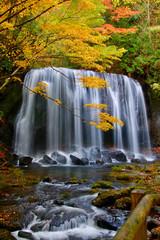 秋の達沢不動滝(福島県・猪苗代町)