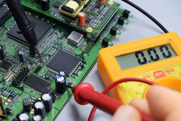 Checking the operation of the electronic board by the tester in the workshop