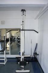 lat pulldown machine nobody gym indoors bodybuilding