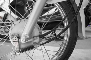 Front wheel motorcycle with drum brake