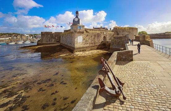 Bretagne Finistère Remparts la Ville close de Concarneau - Brittany Finistère Remparts the closed town of Concarneau