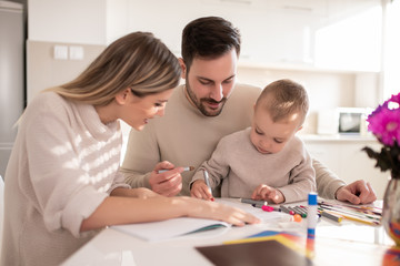 Mom and dad drawing with their son