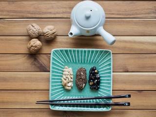 아시아 음식 땅콩, 검은콩, 검정깨 강정