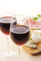 赤ワインとオードブル Red wine and cheese platter