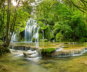 Photo sur Plexiglas Pistache La cascade des tufs aux Planches près d'Arbois