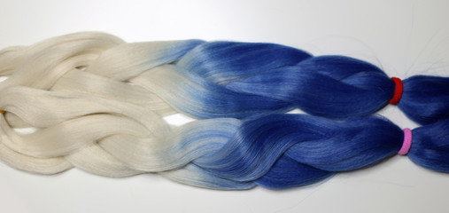 kanecalon, hair artificial for braiding braids, colored ribbons ombre gradient colors, on white background material, white-blue