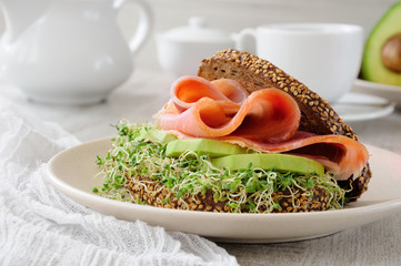 Sandwich with ham and avocado