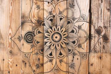 Mandala fleur sur bois