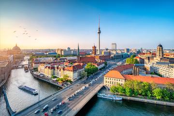 Photo sur Plexiglas Berlin Berlin Mitte Skyline mit Fernsehturm und Spree