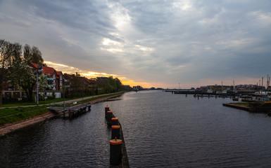 Sonnenaufgang am Ems-Jade-Kanal in Wilhelmshaven
