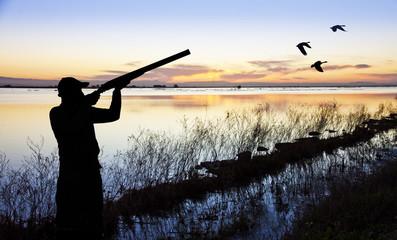 cazador en el lago