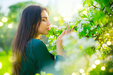 Fotoväggar - Beauty young woman enjoying nature in spring apple orchard, Happy beautiful girl in a garden with blooming fruit trees