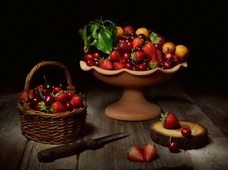 Natura morta con fragole,ciliegie e nespole