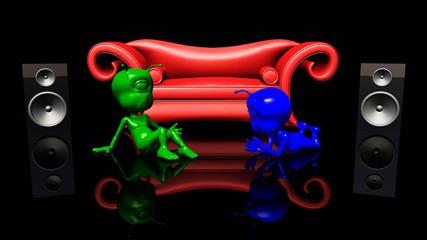 Rotes Sofa, Lautsprecherboxen und Alien Figuren