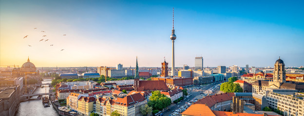 Poster de jardin Berlin Berlin Skyline mit Nikolaiviertel, Berliner Dom und Fernsehturm