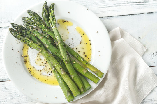 Cooked asparagus on the plate
