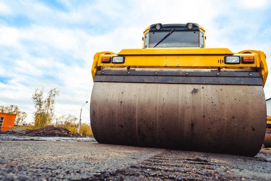 asphalt laying machines