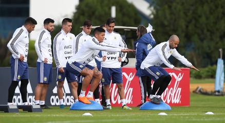 Football Soccer - Argentina's national soccer team training