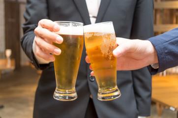 グラスビール 乾杯