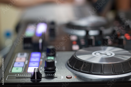 remote and mixer DJ for music
