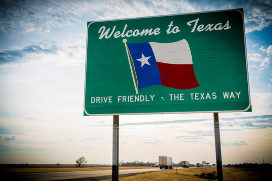 Welcome to Texas road sign in front of cloudy sky