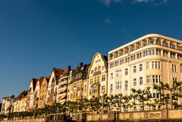 Hausfassaden in Düsseldorf am Rhein