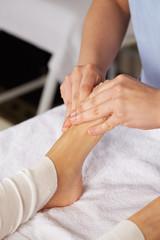 thai foot massage in spa club