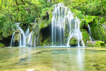 Fototapeten Wasserfalle La cascade des tufs aux Planches près d'Arbois