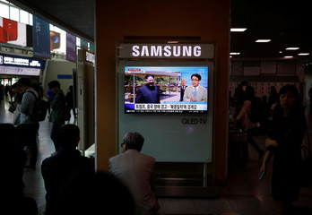 People watch a TV broadcasting a news report on the upcoming dismantling of the Punggye-ri nuclear testing site, in Seoul
