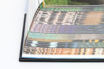 Buchrand mit farbigen Seiten