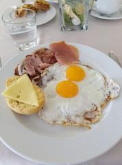 Fond de hotte en verre imprimé Ouf Breakfast eggs and bacon