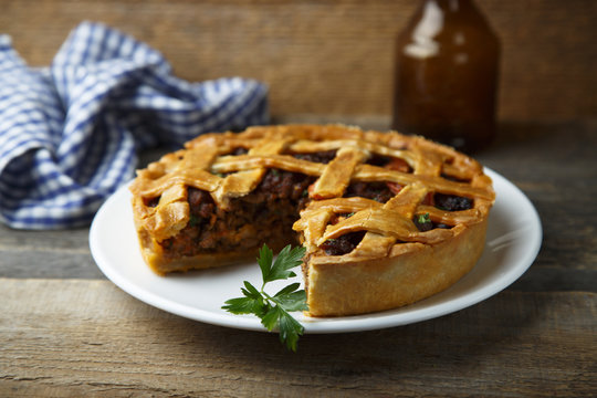 Meat lattice pie