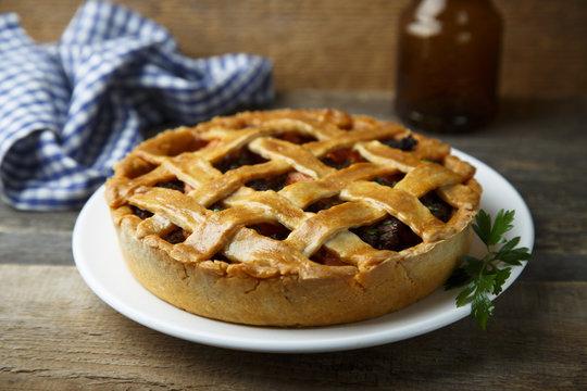 Meat lattice pie