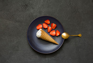 Ice creamStrawberrysummerdiet healthcolddecorationplate