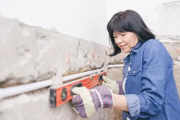 Woman using Water Ruler tool