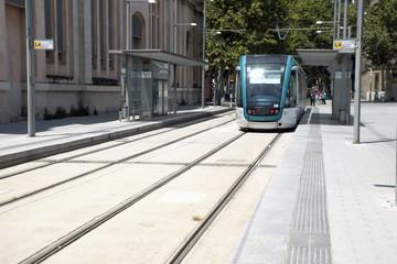 Tranvia en una calle de Barcelona