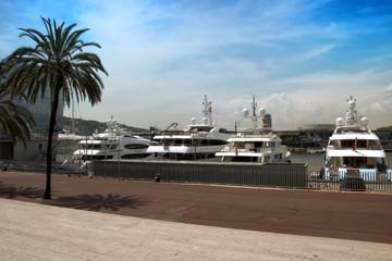 Yates el el puerto de Barcelona