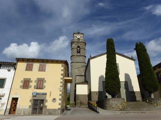 El Esquirol, pueblo de la provincia de Barcelona, situado en la comarca de Osona, en el noreste de la comarca, lindando con la de La Garrocha