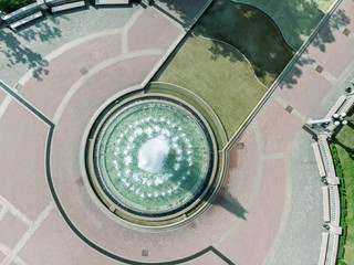 Papiers peints Fontaine aerial drone bird's eye view photo of fountain in city park