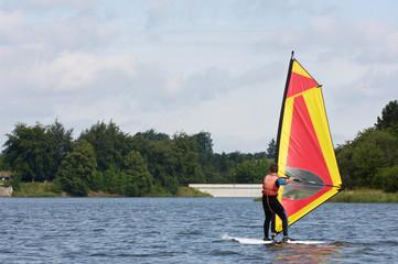 Belgique Wallonie Butgenbach Fagnes lac sports nautiques planche voile bateau voilier stage vacances centre adeps