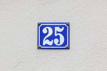 house number 25 at the wall