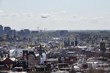 Blick über Amsterdam mit Flugzeug