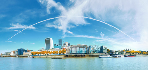 Fototapete - Panoramic image of the office block construction on the bank of river Thames in London, UK