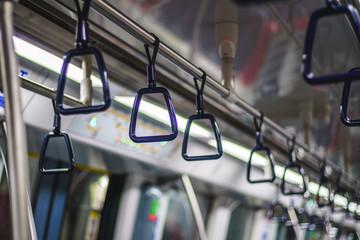 地下鉄のつり革