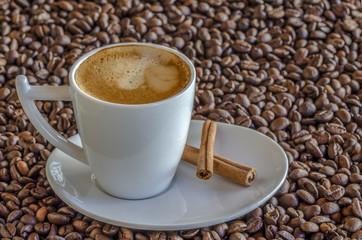 taza de cafe expresso  recién  hecho