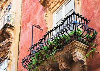 Balcony of ancient building in Siracusa Sicily Fototapete