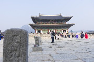 Wall Murals Beijing Crowded of tourist walking in the Gyeongbokgung Palace in Seoul, South Korea